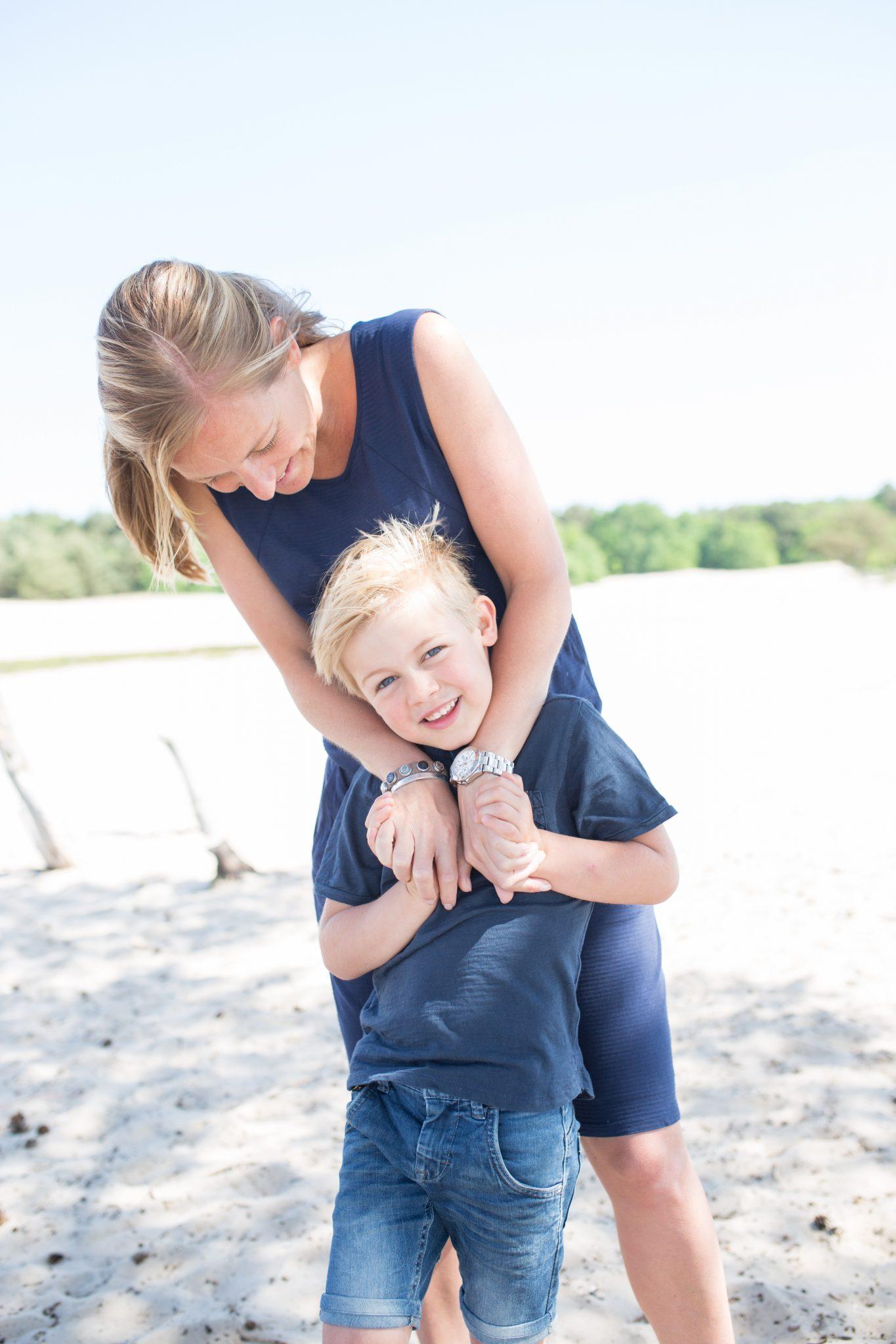 gezinsfotografie op locatie soesterduinen familie kindportret laura elkhuizen fotografie