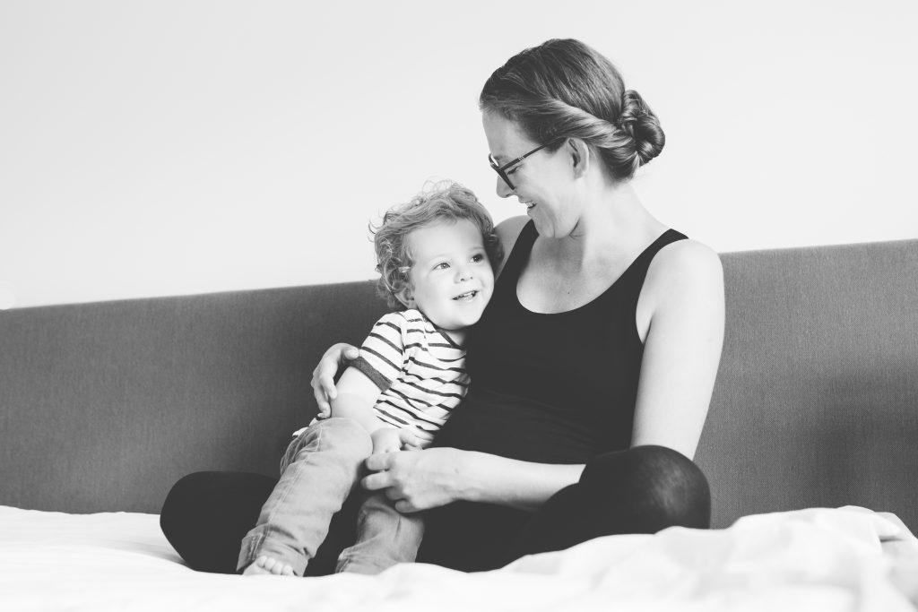 zwangerschapsfotografie met peuter op locatie hilversum laura elkhuizen fotografie